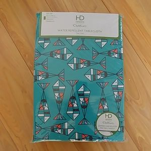 NWT outdoor tablecloth water repellent 60 x 84
